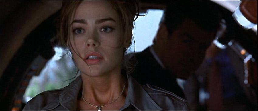 Denise Richards nackt in James Bond