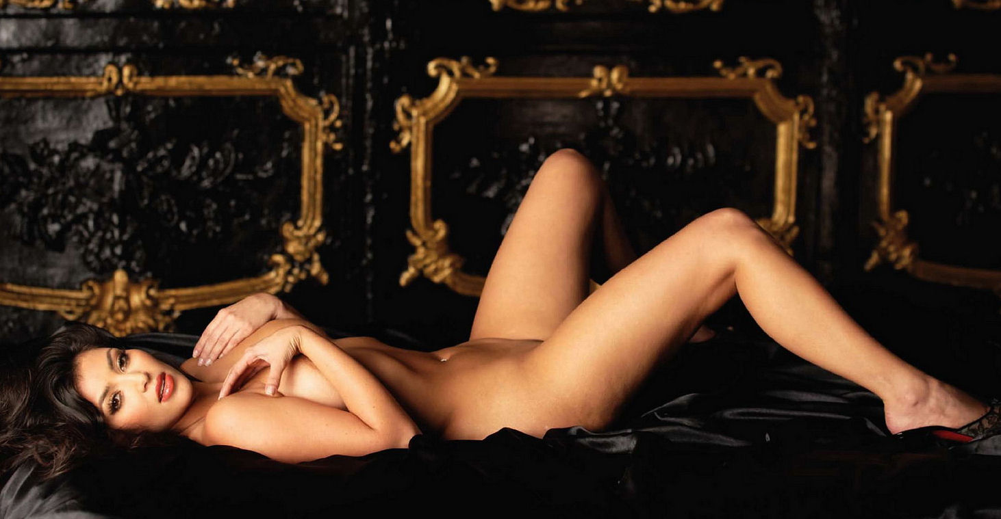 kim-kardashian-naked-on-bed-monika-mollica-nude-pic