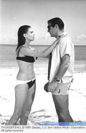 http://jakemcmillan.files.wordpress.com/2012/10/claudine-auger-domino-thunderball-hot-sean-connery-3.jpg?w=280
