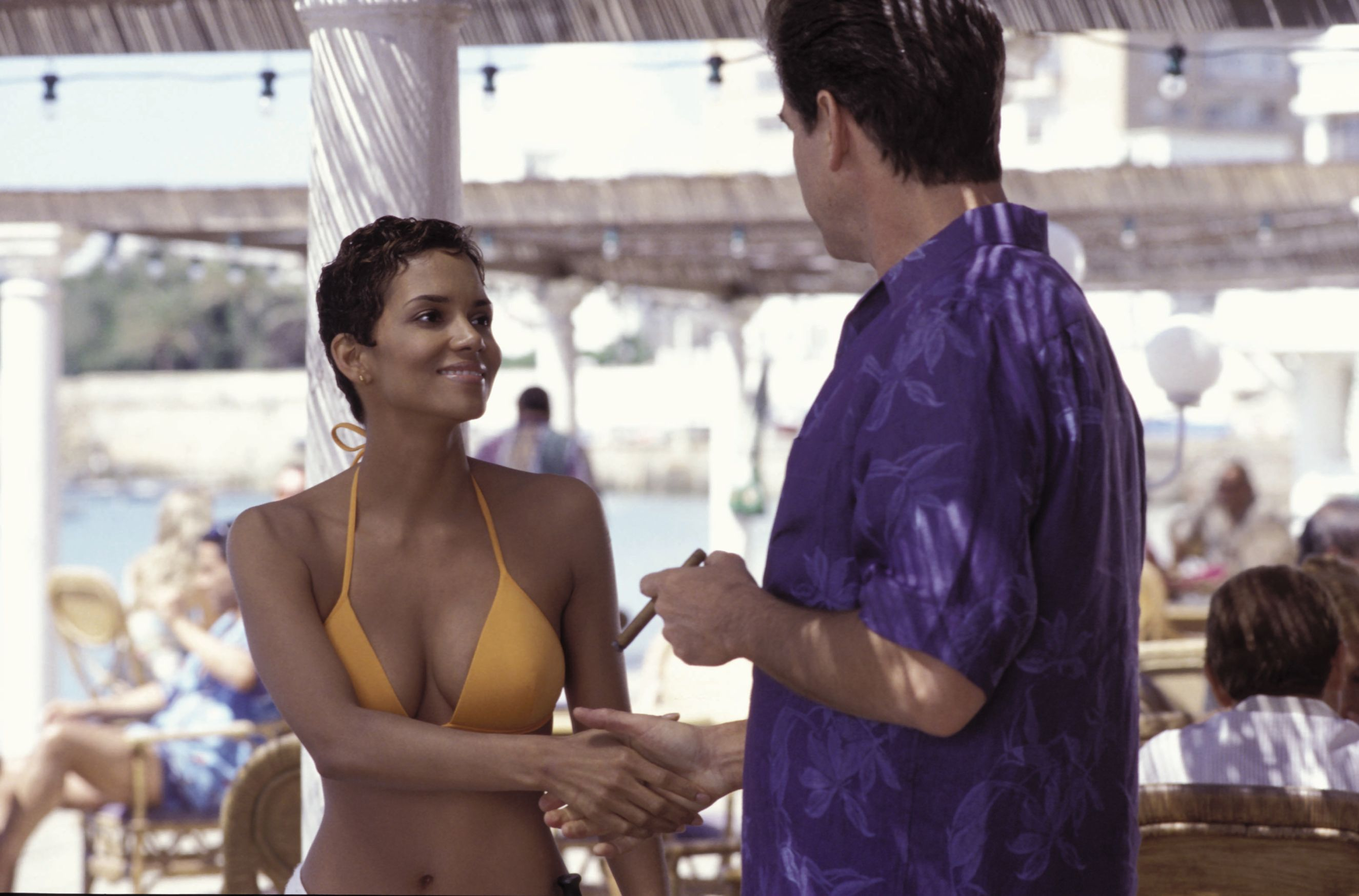 4183e54e49e56 Halle berry jinx pierce brosnan die another day hot jpg 2650x1748 Die  another day hot