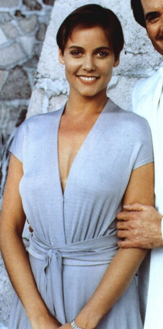 carey lowell dating 2014 Detailed wiki/bio of carey lowell net worth, age, height lowell is known to be dating mtv founder tom freston 2014: short: edith: 007 legends: 2012:.